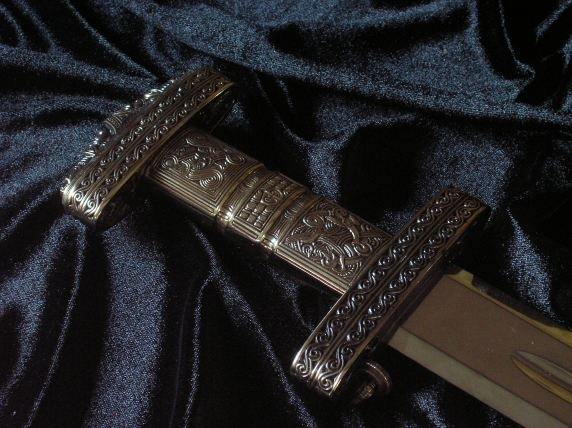 Richly ornamented VIKING SWORD   (520)